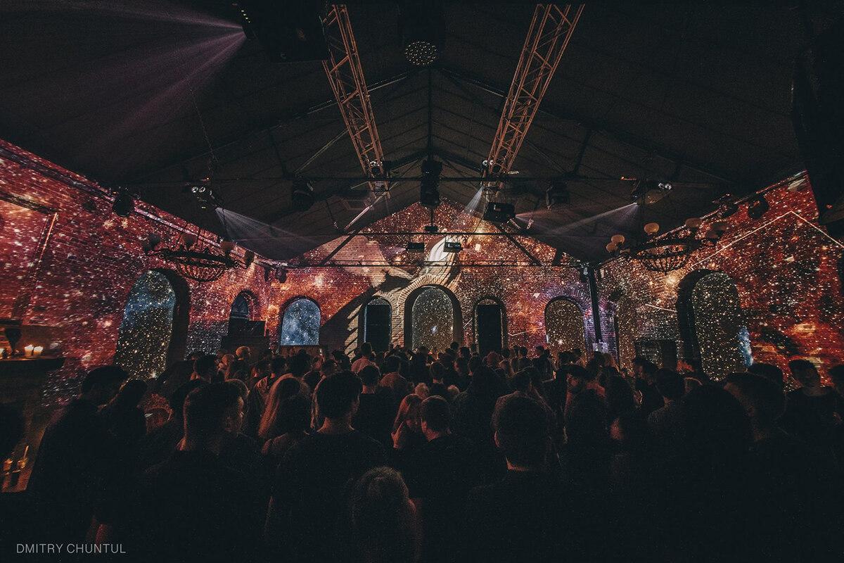 Ночные клубы для модных москвы стриптиз клуб в орле