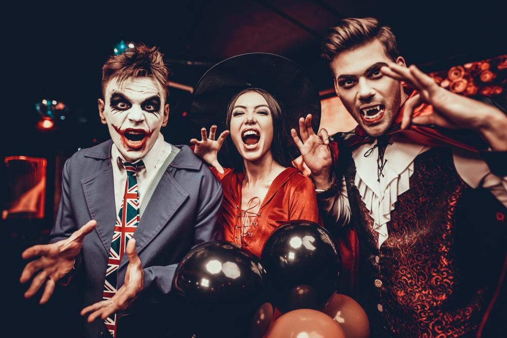 Жутко-красиво и весело: 20 идей для декора на Хэллоуин